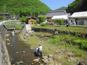 魚川掃除 (2)